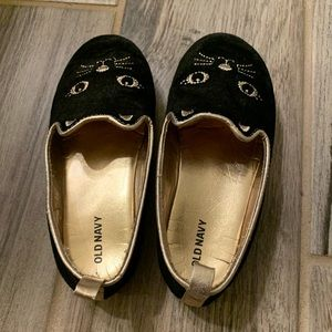 Kitty cat size 10 toddler shoes.